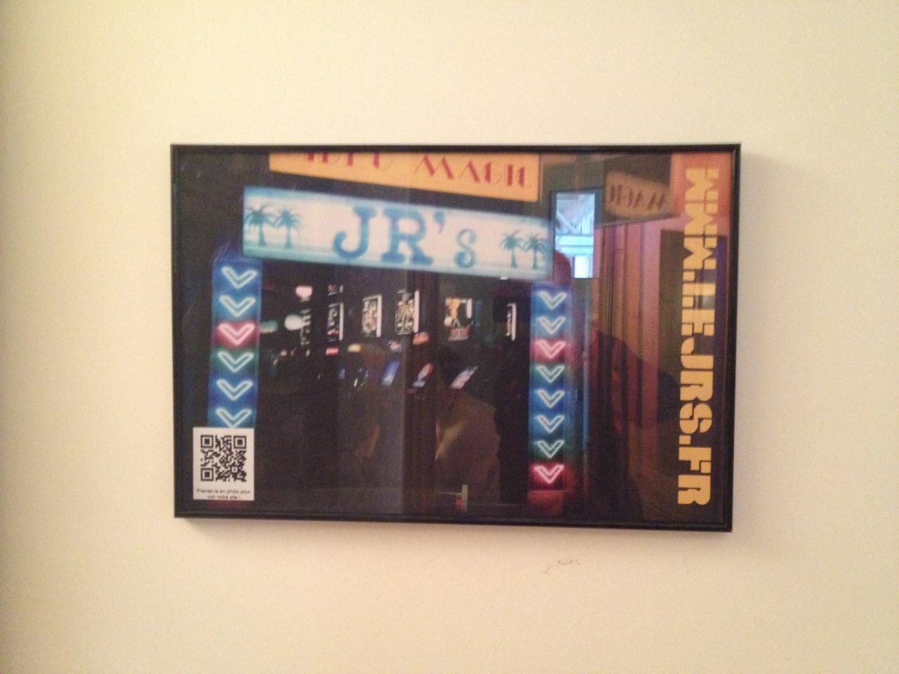 Un poster de Jr's histoire de faire la promo du site